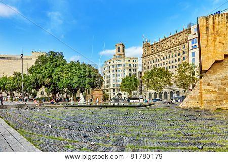 BARCELONA, SPAIN - SEPT 01: Famous   Placa De Catalunia in Barcelona.