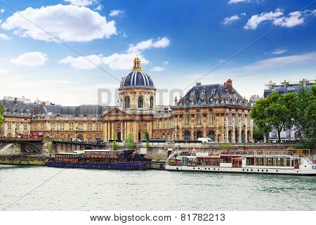 Mazarin Library Near  Seafront  Of The Seine. Paris.france