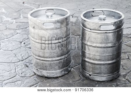 Used Aluminum Kegs, Small Barrels With Beer