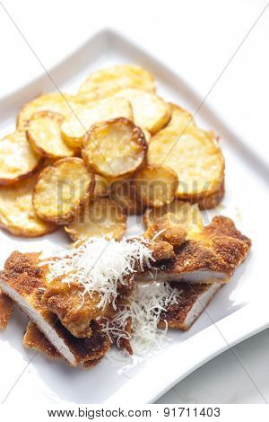 fried Parmesan pork fillet with Parmesan potatoes