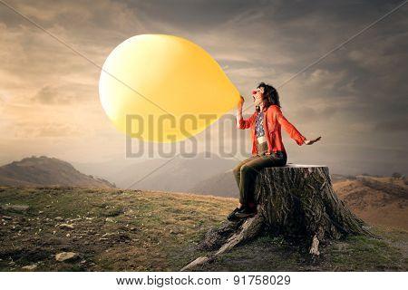 A big yellow balloon