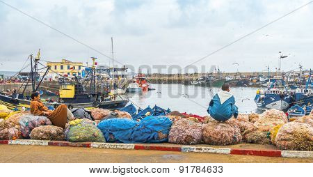 AS-SAWIRA, MOROCCO, APRIL 7, 2015: Busy fishing port in the morning