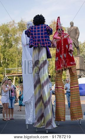 Makeevka, Ukraine - August, 25, 2012: People In Costume And On Stilts At The Celebration Of The Foun