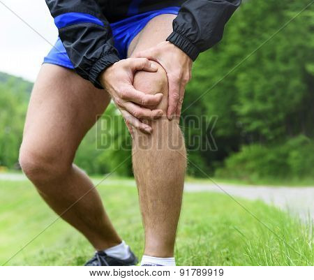 Man out jogging with knee pain