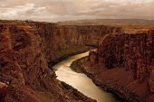 picture of grand canyon  - early morning at glen canyon - JPG