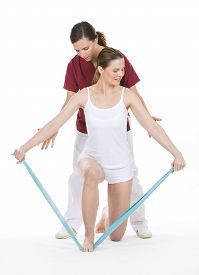 picture of rubber band  - woman with physiotherapist reinforcing arms with rubber bands - JPG