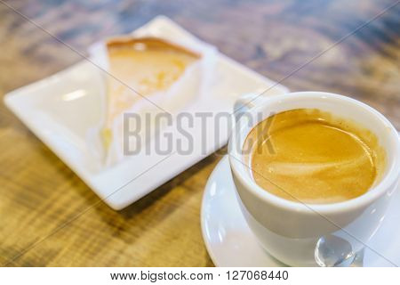 Breakfast with apple pie and coffee.