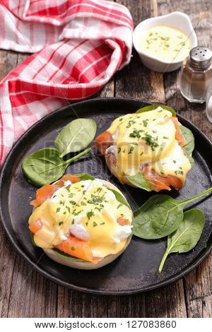 egg benedict with smoked salmon