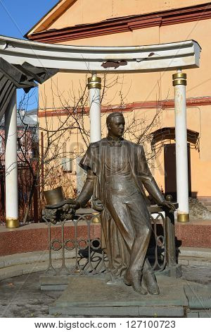 Russia, Yaroslavl-March 29.2016.  monument to the famous opera singer Leonid Sobinov