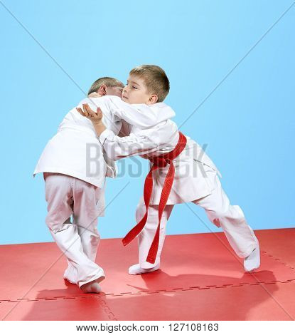 With a white and red belt children trained judo techniques