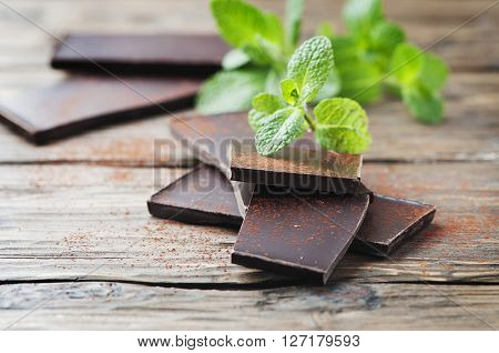 Dark Healthy Chocolate With Mint