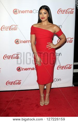 LAS VEGAS - APR 14:  Gina Rodriguez at the CinemaCon Awards Gala at the Caesars Palace on April 14, 2016 in Las Vegas, CA