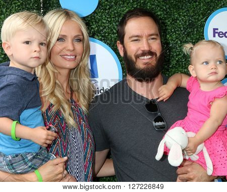 LOS ANGELES - APR 24:  Dekker Edward Gosselaar, Catriona McGinn, Mark-Paul Gosselaar, Lachlyn Hope Gosselaar at the Safe Kids Day at the Smashbox Studios on April 24, 2016 in Culver City, CA