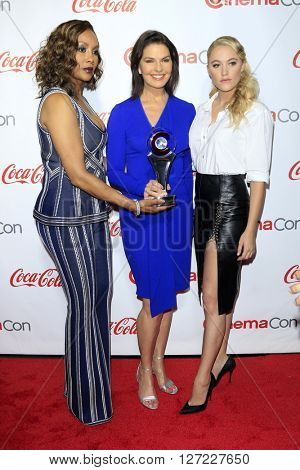 LAS VEGAS - APR 14:  Vivica A Fox, Sela Ward, Maika Monroe at the CinemaCon Awards Gala at the Caesars Palace on April 14, 2016 in Las Vegas, CA