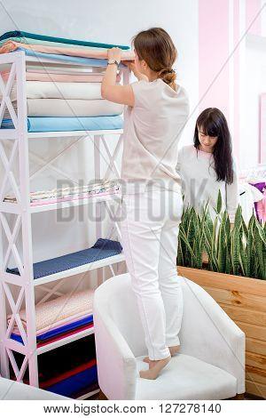 Seamstress Choose Fabric