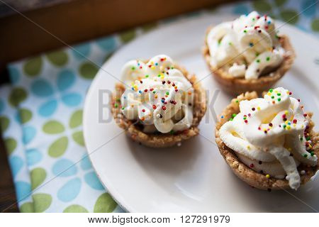 cupcakes. three desserts lie on a plate.