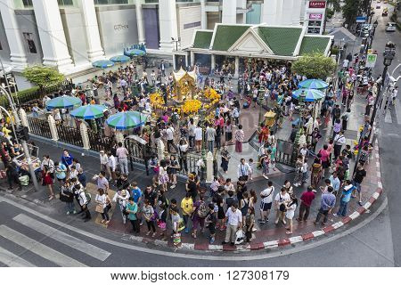 BANGKOKTHAILAND - jan 23 : mass of Unidentified people worship in Erawan shrine at Ratchaprasong Junction on january 23 2016 Thailand.