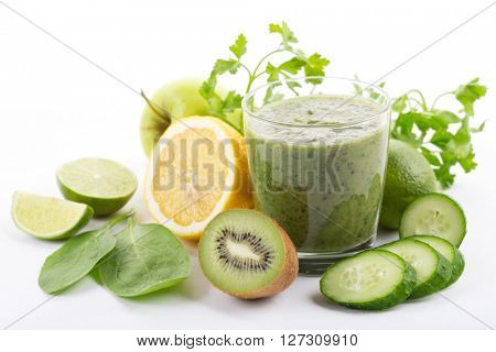 organic green smoothie with spinach, kiwi, apple, lemon