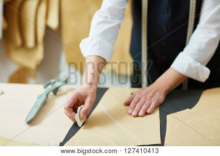 Outlining paper pattern