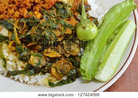 cockle curry with betel leaves and vegetable on rice