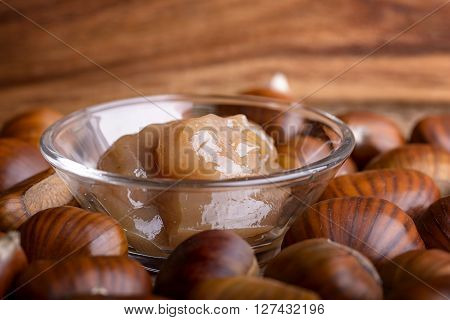 chestnut jam and heap of chestnut on wood
