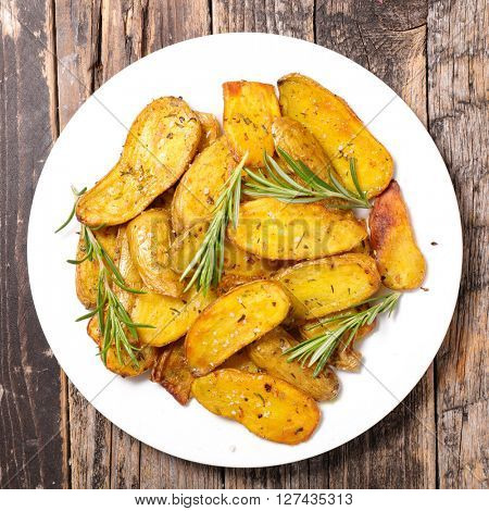 roasted potato with cucurma and rosemary