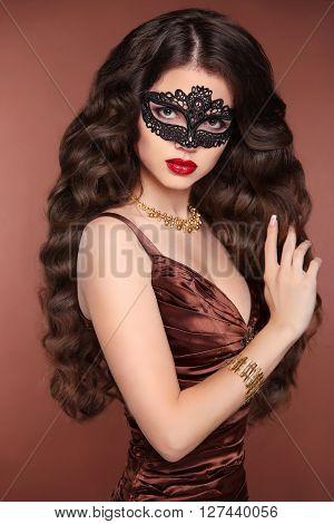Beauty Fashion Elegant Brunette Woman. Healthy Long Wavy Hair Style. Glamour Lady Wearing In Venetia
