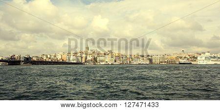 ISTANBUL, TURKEY - 8  OCTOBER 2015: Evening Golden Horn Bay near Galata Bridge: OCTOBER 8, 2015 in Istanbul, Turkey