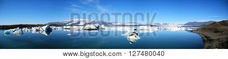 Ultra wide panorama of Jökulsárlón glacial lake in southeast Iceland, on the edge of Vatnajökull National Park.