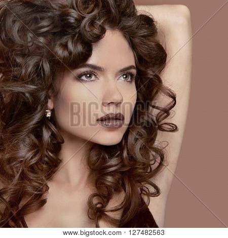Healthy Curly Hair. Beauty Makeup. Brunette Girl Model With Fashion Lips, Wavy Hairstyle. Beautiful