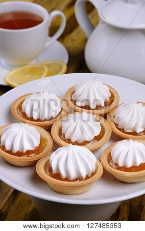 shortbread cookies with orange jam and cream