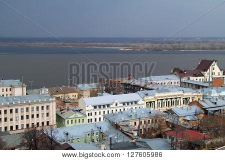 Historical buildings of Rozhdestvenskaya street and  Nizhne-Volzhskaya embankment in the background the river Volga. The view from the Fedorovsky embankment before the storm.