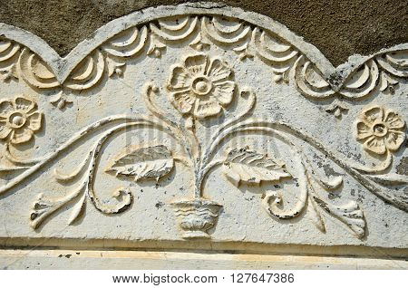 Old sunlit flowery house wall ornament India