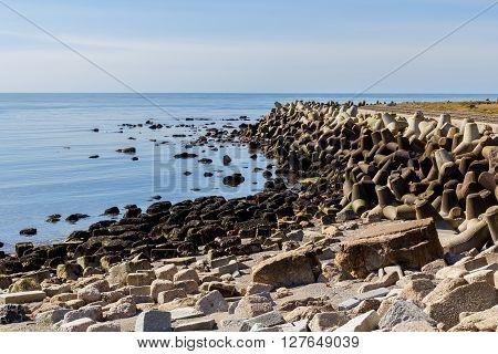 Helgoland Sea Breakwater, Wavebreaker