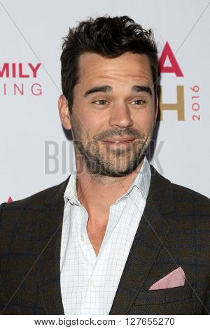LOS ANGELES - APR 21:  David Walton at the LA Family Housing Awards at the The Lot on April 21, 2016 in Los Angeles, CA