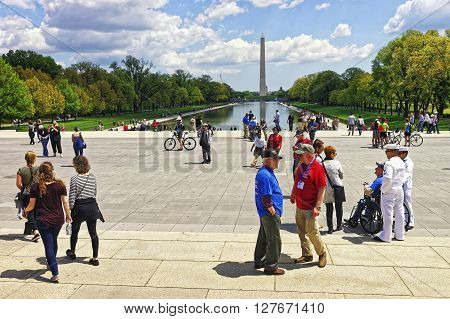 War Veterans At Lincoln Memorial Reflecting Pool Washington