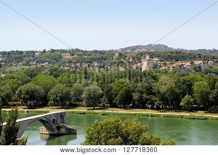 The flow of direct flows through Avignon in France