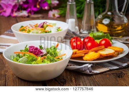 Mixed Salad With Croutons.