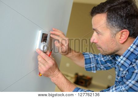 Fitting a thermostat