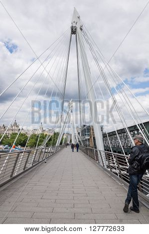 Architecture of the Golden Jubilee foot bridge London