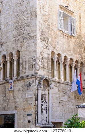 SPLIT CROATIA - SEPTEMBER 2 2009: Ciprianis-Benedetti palace with its double colonnade windows and St. Anthony statue.