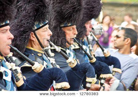 Edinburgh Festival 2009: Scottish Pipers At The Parade