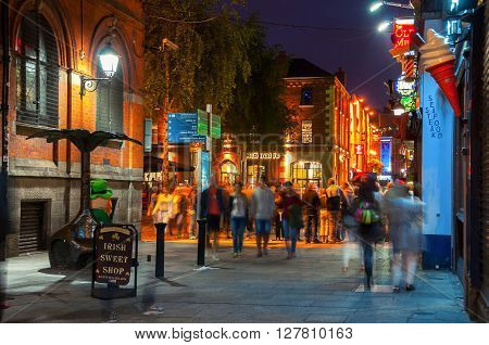 DUBLIN, IRELAND - SEPTEMBER 7, 2014: Nightlife at popular historical part of the city - Temple Bar quarter. The area is the location of many bars, pubs and restaurants