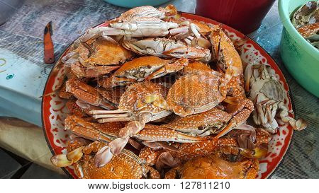 Many of steamed crab on the tray