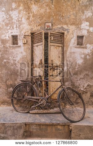 UDAIPUR INDIA - 20TH MARCH 2016: An old push bike along a street in Udaipur during the day.