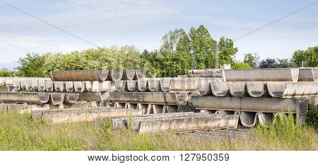 Stack of prefabricated concrete for the construction of irrigation channels for agriculture.