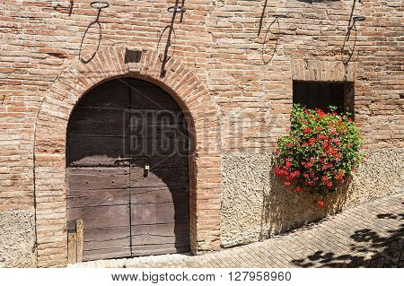 Sarnano (Macerata Marches Italy) - Historic village: a typical house with flowers