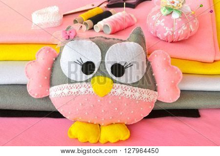 Felt owl toy, colored sewing thread, scissors, pincushion, felt sheets