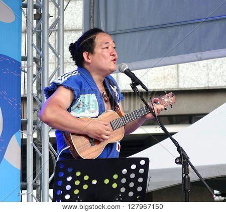 Famous Japanese Ukulele Artist Performs