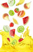 foto of fruit-juice  - slices of fruit juice in different flying - JPG